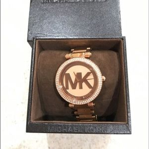 Michael Kors watch hardly ever used like new.